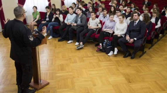 Урок мужества и патриотизма для учащихся столичной школы